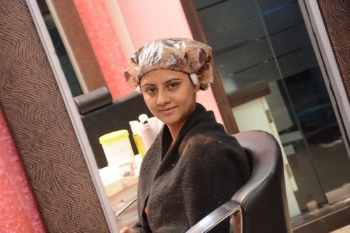 Actress Manali hair do